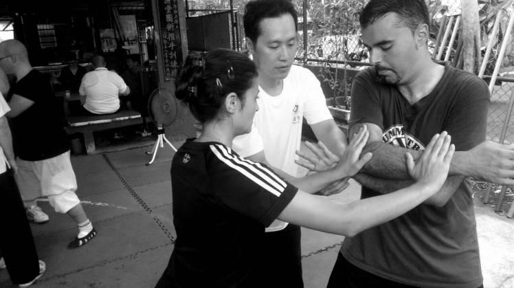 Zhuang Kaijun con el grupo español
